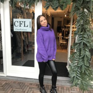 Col sweater violet